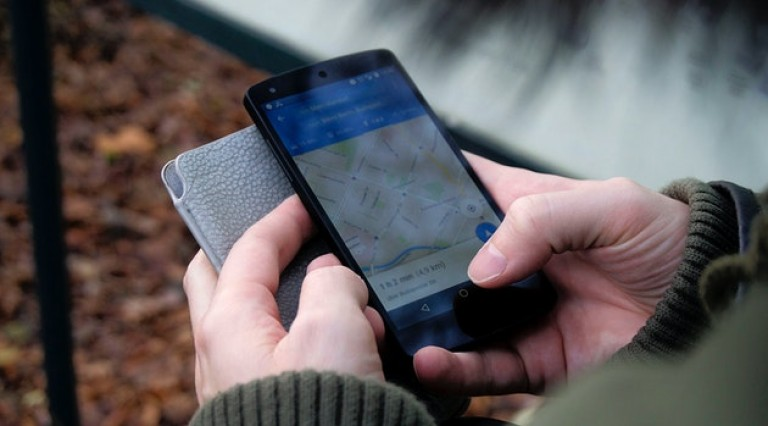 smartphone-outside-hiking-technology-35969